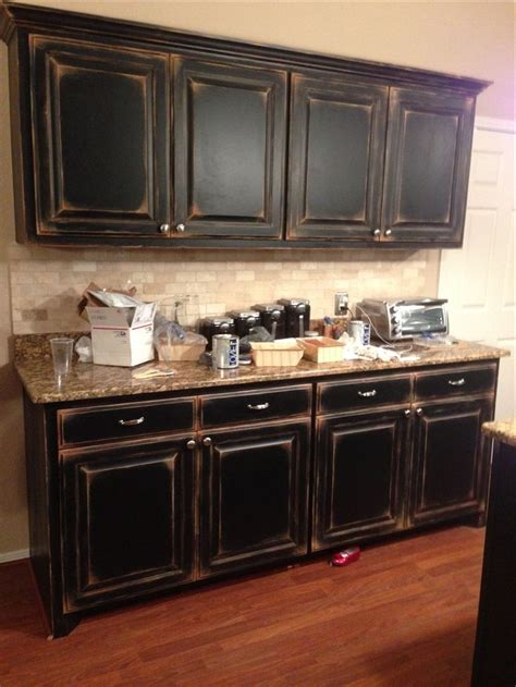 ideas on painting kitchen cabinets distressed painted kitchen cabinets