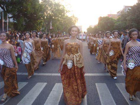 wajah karnaval batik carnival 2009 keceriaan itu karunia nya