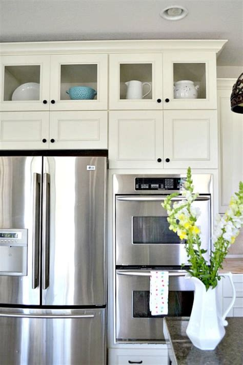 white glass kitchen cabinets 25 best ideas about glass cabinets on