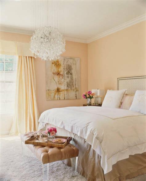 Romantic Bedroom Chandeliers by Die Wandfarbe Apricot 35 Ideen Und Tipps Zum Kombinieren