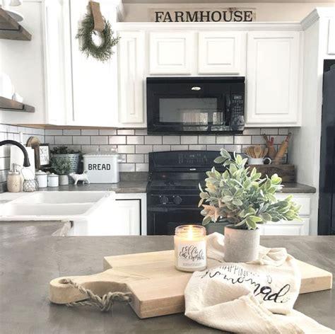 kitchen island decor ideas 17 best ideas about white farmhouse kitchens on