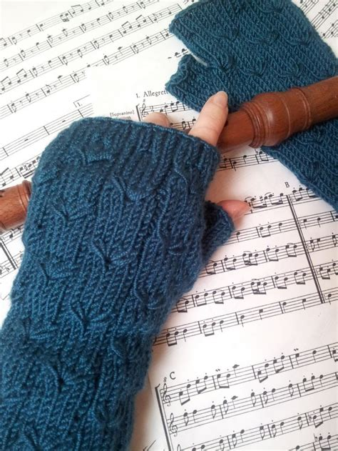 free knitting pattern for fingerless gloves on needles 25 best ideas about knitted gloves on
