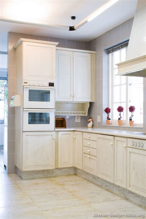how to whitewash kitchen cabinets 25 best ideas about whitewash cabinets on