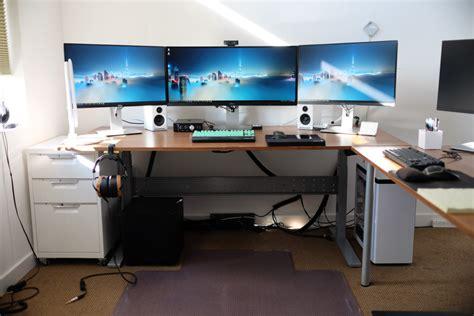 computer desk for 3 monitors desk for 3 monitors ideas greenvirals style