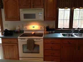 Colors For Kitchen Walls With Oak Cabinets what color laminate countertop to go with oak cabinets