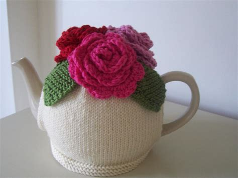 simple tea cosy knitting pattern free quot summer roses quot tea cosy by buzybee craftsy