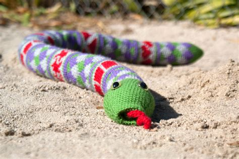 how to knit a snake shape teaching fair isle snake crochet pattern knitting