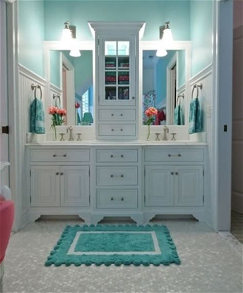 Accessible Bathroom Plans by What The House What Is A Jack And Jill Bathroom New