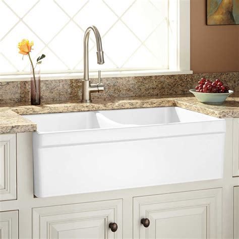 farm house kitchen sinks 33 quot fiammetta bowl fireclay farmhouse sink belted