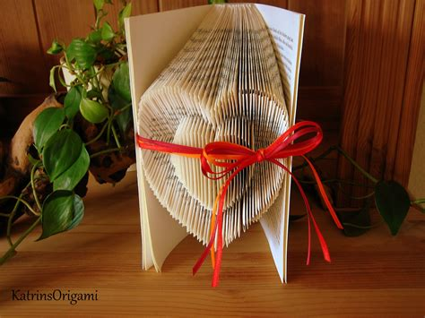 book folding origami book folding origami sculpture doovi