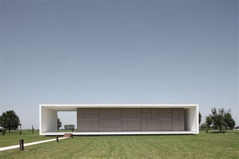 minimalist homes minimalist italian house on a flat open space digsdigs