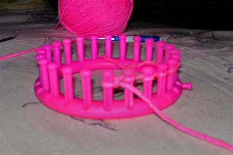 purl stitch on knitting loom how to purl stitch on a knitting loom 7 steps