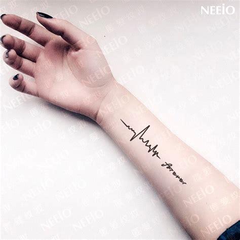 neeio des tatouages de battements de coeur de la