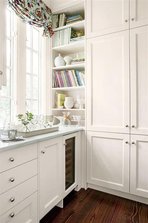 classic white shaker kitchen cabinets best 25 classic white kitchen ideas on