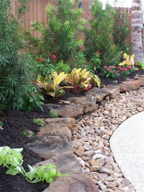 rock edging for gardens gravel landscaping design home ideas pictures homecolors