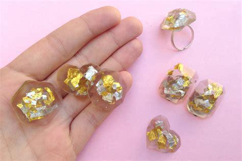 make resin jewelry 20 resin jewelry diys to explore this weekend