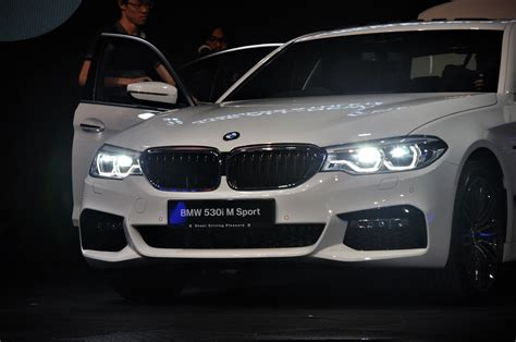 Adaptive Headlights Bmw by New Bmw 5 Series Launched In Malaysia Autoworld My