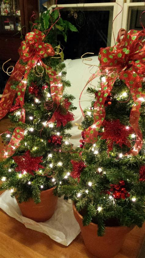how to put lights on a tree outside putting lights on the tree 28 images how to put lights