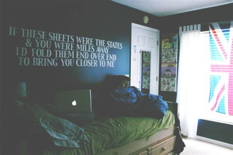 lyrics bedroom wall all time low so wrong it s right