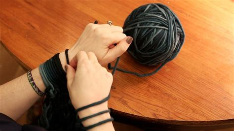 things to arm knit arm knitting a scarf in 30 minutes