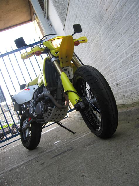 2006 Suzuki Drz400sm by Living With A 2005 Suzuki Dr Z400sm Visordown