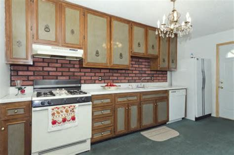 paint kitchen cabinets two colors two tone kitchen cabinets doors two tone painted kitchen