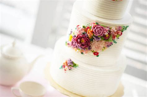 2015 wedding cake trends butttercream flowers
