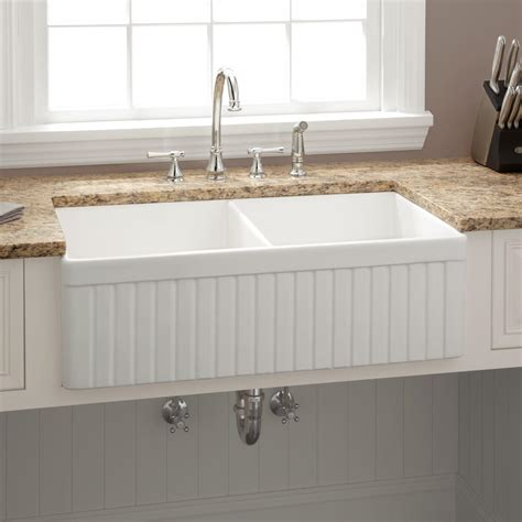 farm house kitchen sinks 33 quot baldwin bowl fireclay farmhouse sink fluted