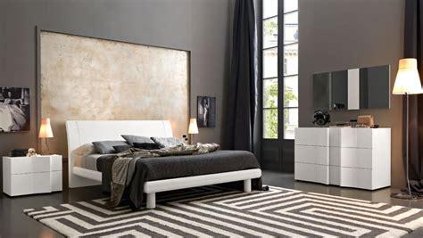 wood modern master bedroom set feat wood grain