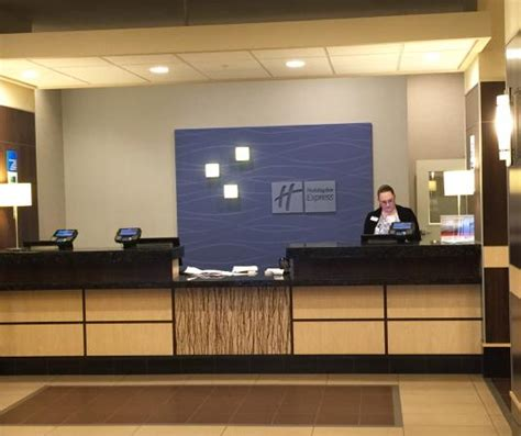 hotel front desk picture of inn express tacoma