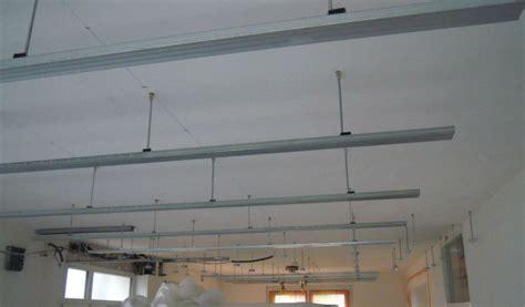 poser un faux plafond en dalles