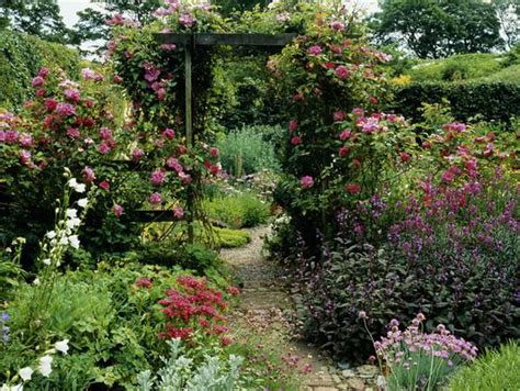 Alan Titchmarsh Tips On Creating A Secret Garden Garden