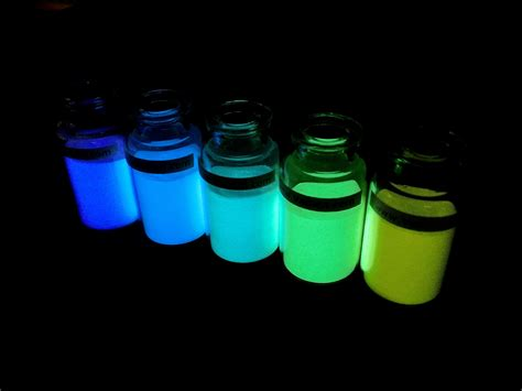 glow in the powder into paint vadien