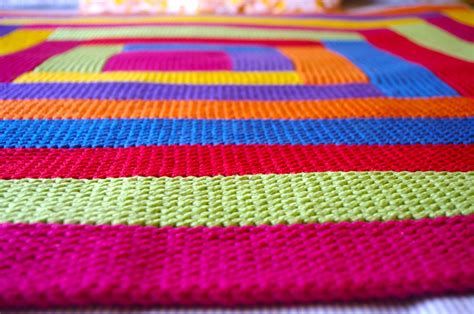 how to end a knitted blanket knitting blankets and a pattern for mitred squares knit as