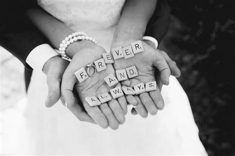 zin scrabble 13 manieren om je trouwringen te fotograferen