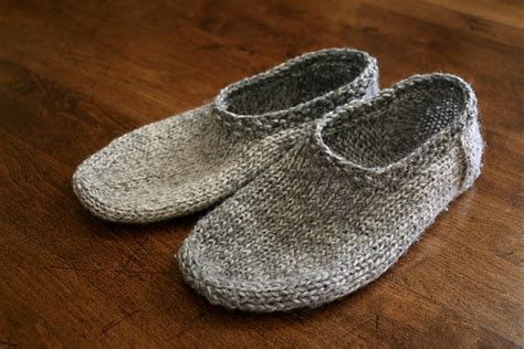 knitted shoes pattern free 25 best ideas about knit slippers pattern on