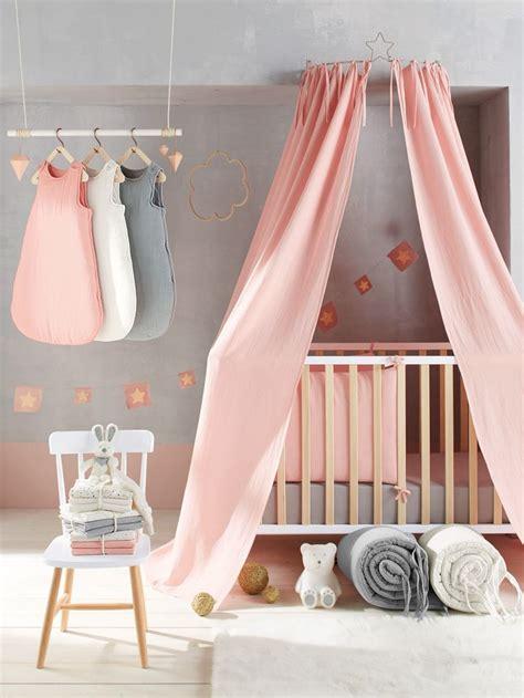 lit bebe qui s accroche au lit des parents