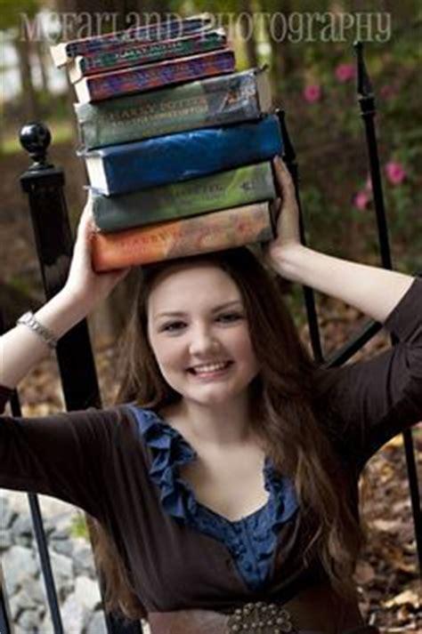senior pictures with books senior