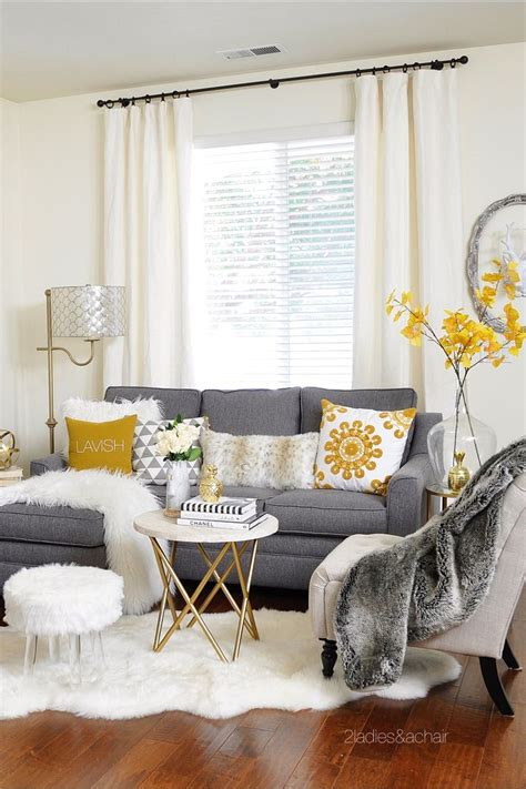 living room ideas grey sofa best 20 gray living rooms ideas on gray