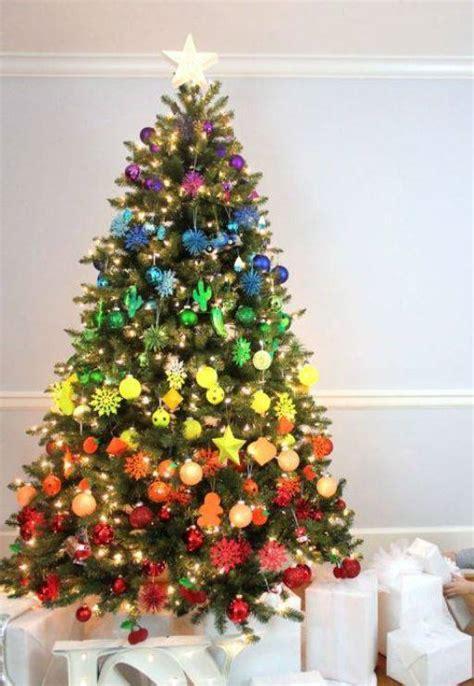 decorations on a tree 42 modelos de 193 rvore de natal para inspirar a sua decora 231 227 o