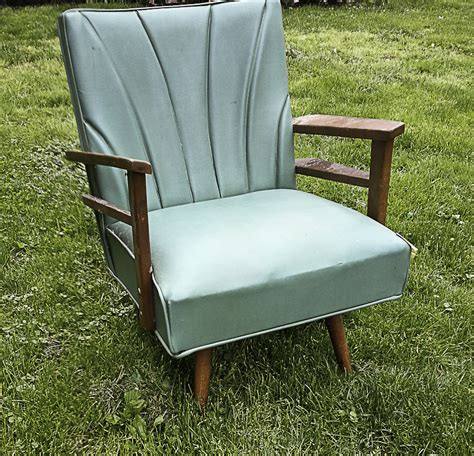 spray painting vinyl furniture hometalk spray painting a vinyl chair