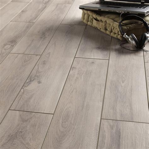 carrelage sol et mur gris clair effet bois l 15 x l 90 cm leroy merlin