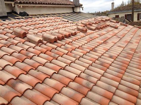 poser des tuiles lors d installation d une toiture bricolerenove fr