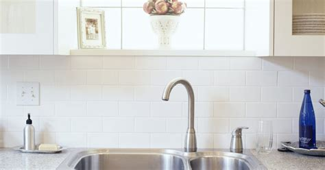 sewer smell coming from kitchen sink what causes a sewer smell from a kitchen sink ehow uk