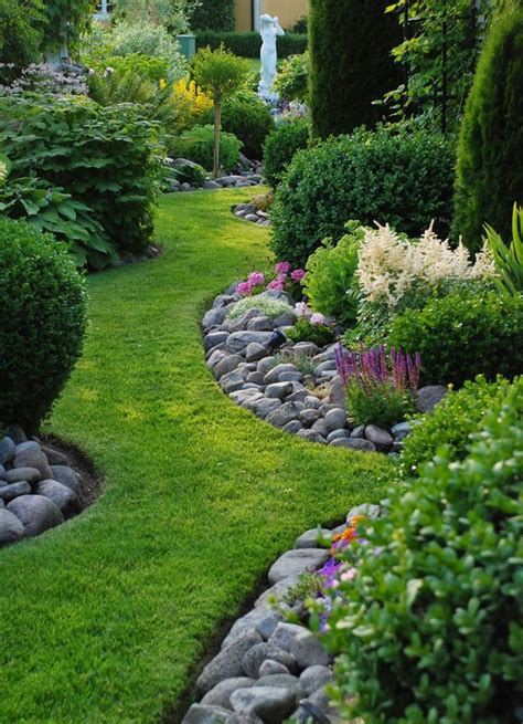 rock edging for gardens 1000 ideas about garden edging on flower bed