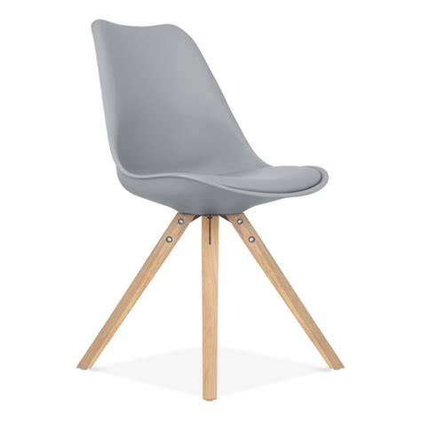 chaise eames inspired grise avec pieds pyramide en bois