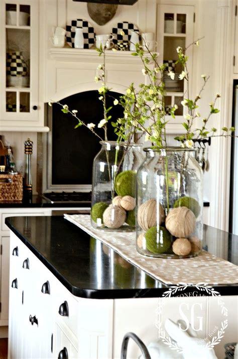 kitchen island decor ideas 25 best ideas about kitchen island centerpiece on