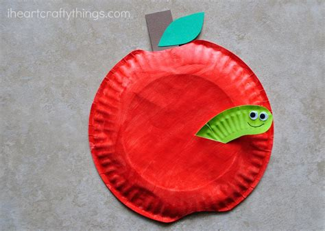 how to make craft with paper plates paper plate apple craft i crafty things