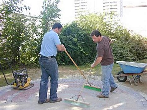 how to lay a paver patio how to lay a circular paver patio how tos diy