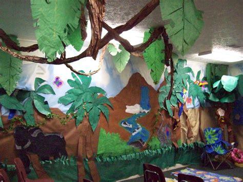 safari crafts for jungle theme classroom jungle theme classroom decorating